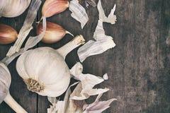 Головка и cloves чеснока Стоковое Изображение