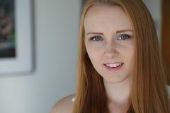 Головная съемка рыжеволосой женщины Стоковые Изображения