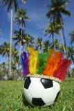 Головной убор Бразилия масленицы радуги футбольного мяча футбола нося Стоковое Фото