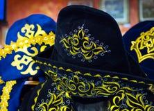 Головной убор старого казаха национальный с традиционной картиной стоковая фотография rf