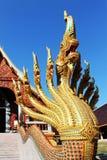 9 головных naga установили на лестнице в тайском виске Стоковое Изображение RF