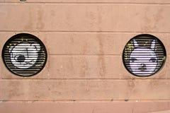 2 головы животных покрашенной на стене Стоковая Фотография