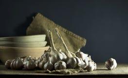 Головы чеснока в шаре Стоковое Фото