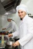 Голов-кашевары варя на профессиональной кухне Стоковая Фотография RF