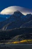 1,2016 -го ОКТЯБРЬ - утро заволакивает на восход солнца над горами Сан-Хуана в осени, около Ridgway Колорадо - с мезы Hastings, г Стоковое фото RF