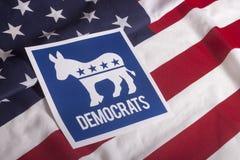 Голосование избрания Демократ и американский флаг стоковые фото