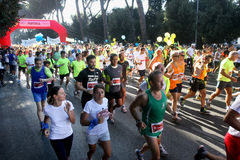 Голод бежит (Рим) - мировая продовольственная программа - старт бегунов толпы Стоковое фото RF