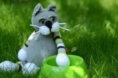Голодный кот - игрушка Стоковая Фотография