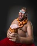 Голодный человек с сосисками Стоковое фото RF