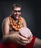 Голодный человек с сосисками Стоковое Изображение RF