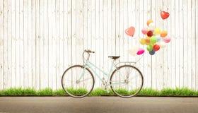 Год сбора винограда велосипеда с воздушным шаром сердца Стоковые Изображения