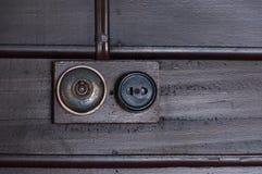 Год сбора винограда положил выключатель на деревянную внутреннюю стену Стоковые Фотографии RF