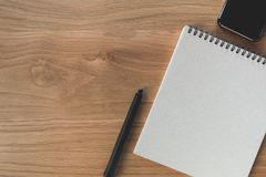 Год сбора винограда плана взгляд сверху ручки и тетради плоский Стоковое Фото