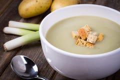 Год сбора винограда супа лук-порея и картошки Стоковая Фотография