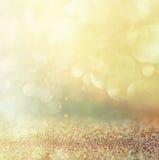 Год сбора винограда яркого блеска освещает предпосылку золото, серебр, синь и чернота де-сфокусированный стоковая фотография rf