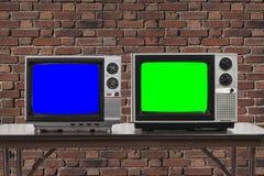 2 год сбора винограда Televisons с кирпичной стеной и экранами Chroma ключевыми Стоковое Фото