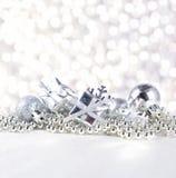 год снежинки тесемки s украшений рождества шарика новый серебряный Стоковые Изображения