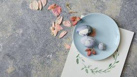 голубая белизна плиты пасхальныхя изолированная Стоковое фото RF
