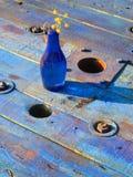 Голубая бутылка на голубой таблице Стоковое Фото
