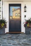 Голубая дверь дома в дневном времени Стоковое фото RF
