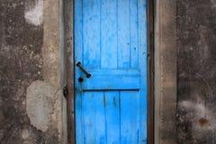 голубая дверь старая Стоковые Фотографии RF