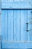 Голубая дверь Grunge стоковое изображение