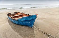 Голубая весельная лодка, пляж Paternoster, западная накидка Стоковая Фотография RF