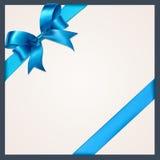 Голубая лента с смычком на белой предпосылке Стоковые Фото