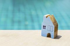 Голубая деревянная игрушка дома Стоковая Фотография RF