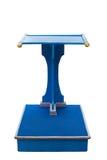 Голубая деревянная стойка подиума изолированная на белизне Сохраненный с клиппированием Стоковое Изображение RF