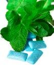 Голубая жевательная резина на бело- еде и питье Стоковые Изображения RF