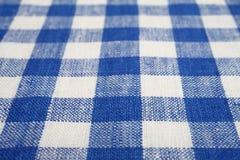 Голубая и белая checkered ткань стоковая фотография rf