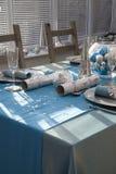 Голубая и серебряная таблица рождественского ужина Стоковые Изображения