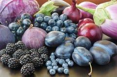 Голубая и фиолетовая еда Ягоды, фрукты и овощи Стоковые Изображения