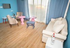 Голубая комната на квартире в гостинице 5 звезд в Kranevo, Болгарии Стоковое фото RF