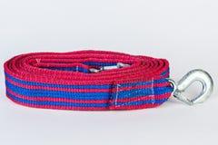 Голубая/красная веревочка отбуксировки с крюками металла на белом backgr Стоковые Изображения