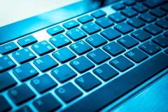 Голубая клавиатура компьютера стоковые фото