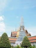 Голубая пагода с солнечностью и голубым небом на лете Таиланда Стоковое фото RF