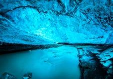 Голубая пещера льда в Исландии стоковое изображение rf