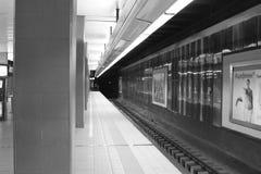 голубая подкраска подземки станции подземная стоковое изображение