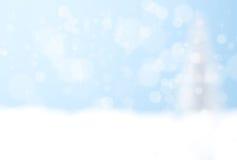 Голубая предпосылка bokeh серебряной рождественской елки Стоковая Фотография