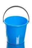 голубая пластмасса ведра Стоковые Фотографии RF