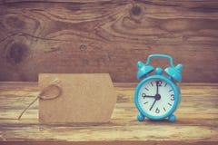 Голубая ретро бирка будильника и бумаги Стоковые Изображения