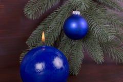 Голубая свеча горения на рождестве Стоковая Фотография RF