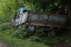 голубая старая тележка Стоковая Фотография