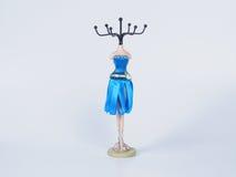 Голубая стойка для bijouterie на белой предпосылке Стоковая Фотография RF