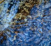 Голубая текущая вода Стоковые Изображения