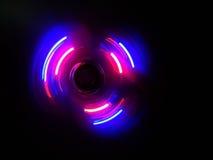 Голубая фиолетовая волна круга в темной предпосылке Стоковые Изображения
