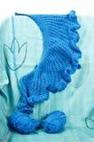 Голубая шаль вязания крючком Стоковые Фотографии RF