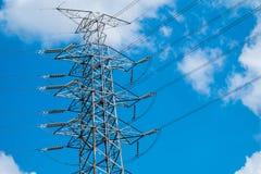 голубая электрическая передача неба опоры силы электричества Стоковое фото RF
